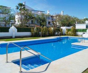 Villa   Marbella para 4 personas con piscina comunitaria p0