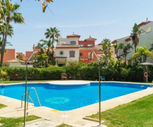 Villa   Estepona para 10 personas con piscina comunitaria p1