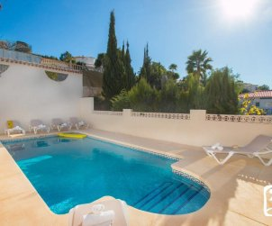 Gran villa  en Calpe  para 16 personas con piscina privada e internet  p2