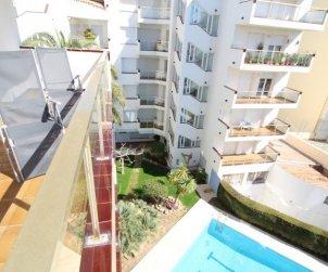 Apartamento  en L'Escala  para 6 personas con piscina compartida y vistas al mar  p1