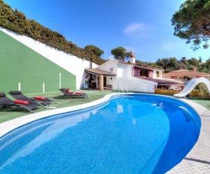 Villa   Tossa de Mar para 6 personas con piscina privada p0