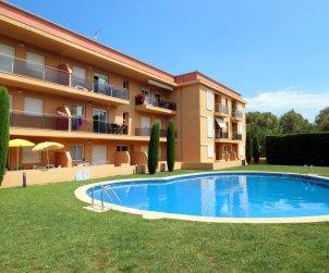 Apartamento  en l'Escala  para 6 personas con piscina comunitaria y parking privado  p0