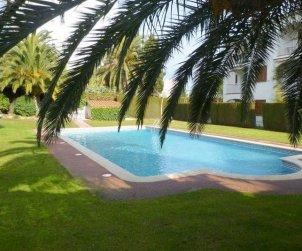 Apartamento  en l'Escala  para 6 personas con piscina comunitaria, parking y cerca del mar  p0