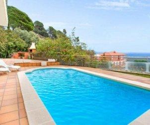 Villa  en Lloret del Mar  para 10 personas con piscina privada, aere acondicionado y vista mar  p2