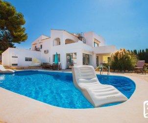 Villa  en Calpe  para 10 personas con piscina privada, vista mar y aire acondicionado p0