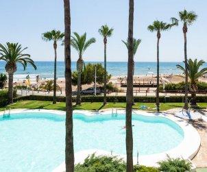 Apartamento  en Alcoceber  para 6 personas con piscina compartida, vista mar y aire acondicionado  p0