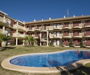 Apartamento  en Alcoceber  para 6 personas con piscina compartida, aire acondicionado y estacionamiento  p0
