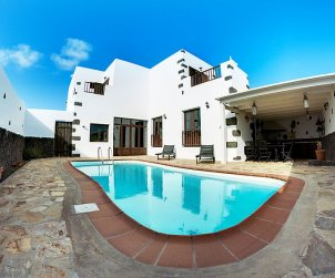Villa   Tinajo para 6 personas con piscina privada p0