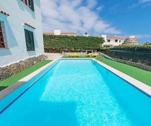Apartamento   Arenal d'en Castell para 4 personas con piscina comunitaria p0