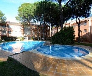 Apartamento   Pals para 6 personas con piscina comunitaria p2