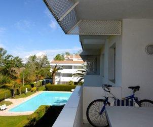 Apartamento   Pals para 6 personas con piscina comunitaria p0