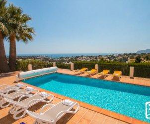 Villa  en Benissa  para 10 personas con piscina cubierta privada, solarium y hermosa vista mar  p0