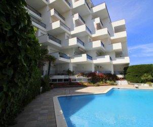 Apartamento  en l'Escala  para 6 personas con piscina comunitaria, vista mar y parking p2