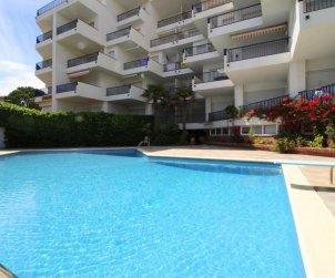Apartamento  en l'Escala  para 6 personas con piscina comunitaria, vista mar y parking p1