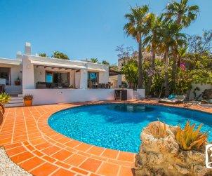 Villa  en Moraira  para 8 personas en estilo ibiza con piscina privada y aire acondicionado  p0