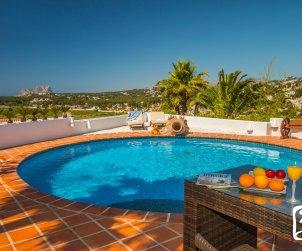 Villa  en Moraira  para 8 personas en estilo ibiza con piscina privada y aire acondicionado  p1