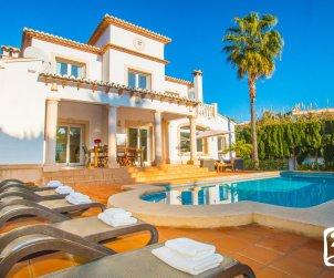 Villa  en Benissa  para 8 personas con piscina privada y cerca del mar  p1
