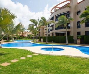 Apartamento   Javea para 8 personas con piscina comunitaria p0