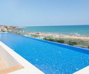 Apartamento  en Alcossebre  para 4 personas en complejo hotelero con piscina comunitaria en primera línea de mar  p0