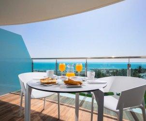 Apartamento familiar  en Alcossebre  para 5 personas en un complejo hotelero con piscina comunitaria y vistas directas al mar  p0