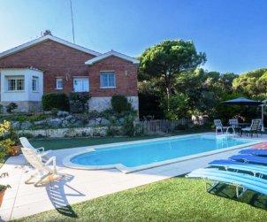 Villa   Sant Vicenç de Montalt para 10 personas con piscina privada p0