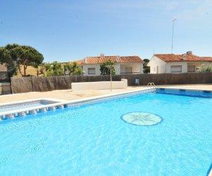 Villa   Arenys de Mar para 8 personas con piscina comunitaria p0