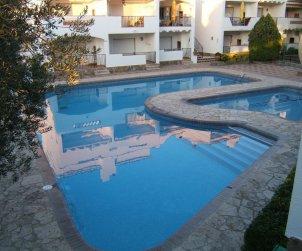 Apartamento  en Rosas  para 4 personas con piscina compartida  p0