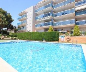 Apartamento  en Salou  para 5 personas con piscina comunitaria y pequeña vista mar  p0