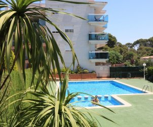 Apartamento  en Salou  para 5 personas con piscina comunitaria y pequeña vista mar  p1