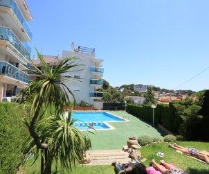 Apartamento  en Salou  para 5 personas con piscina comunitaria y pequeña vista mar  p2