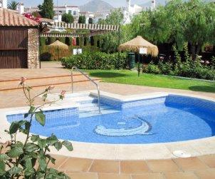 Villa   Nerja para 6 personas con piscina comunitaria p2