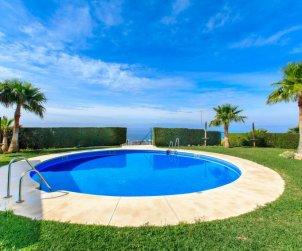Villa   Torrox Costa para 6 personas con piscina comunitaria p0
