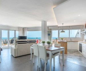 Apartamento   Empuriabrava para 4 personas con vista mar p1