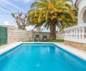 Villa   Empuriabrava para 4 personas con piscina privada p1