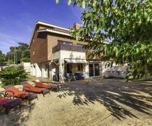 Villa   Lloret del Mar para 8 personas con piscina comunitaria p1