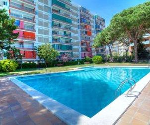 Apartamento   Blanes para 5 personas con piscina comunitaria p0