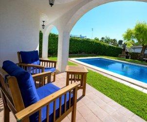 Villa   Cunit para 8 personas con piscina privada p0