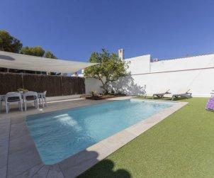 Villa   Cunit para 6 personas con piscina privada p0