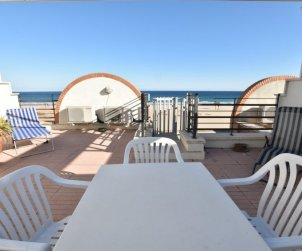 Apartamento   Torredembarra para 6 personas con piscina comunitaria p0