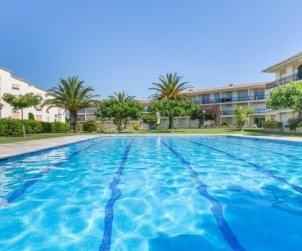 Apartamento   Calella de Palafrugell para 4 personas con piscina comunitaria, parking y cerca del mar p0