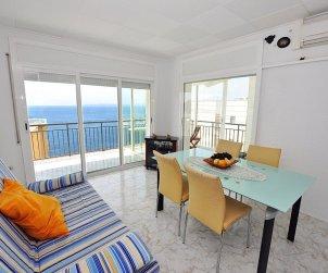 Apartamento  en Rosas  para 8 personas con vista mar   p1