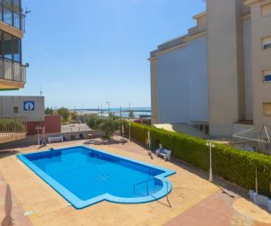 Villa   Cunit para 4 personas con piscina comunitaria p0