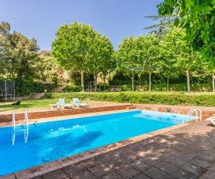 Villa   Vilanova del Valles para 35 personas con piscina privada p0