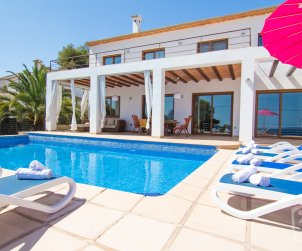 Villa   Benissa para 8 personas con piscina privada y vista mar p2