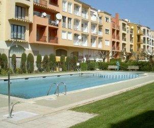 Apartamento   Empuriabrava para 6 personas con piscina comunitaria, aere acondicionado y cerca del mar p0