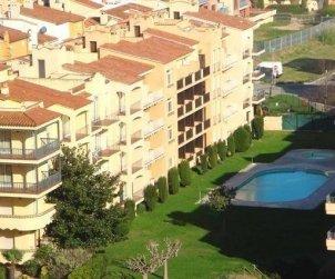 Apartamento   Empuriabrava para 6 personas con piscina comunitaria, aere acondicionado y cerca del mar p1