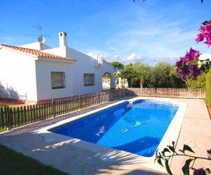 Villa   Ametlla de Mar para 8 personas con piscina protegida p0