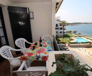 Apartamento   L'Escala para 4 personas con piscina comunitaria y vista mar p1