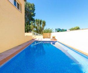 Apartamento   Rosas para 6 personas con piscina comunitaria p1
