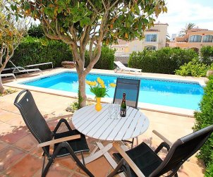 Villa   Empuriabrava para 8 personas con piscina privada p2